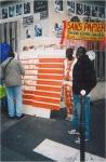 Le stand de vente à la Bourse occupée. Paris, mai 2009.